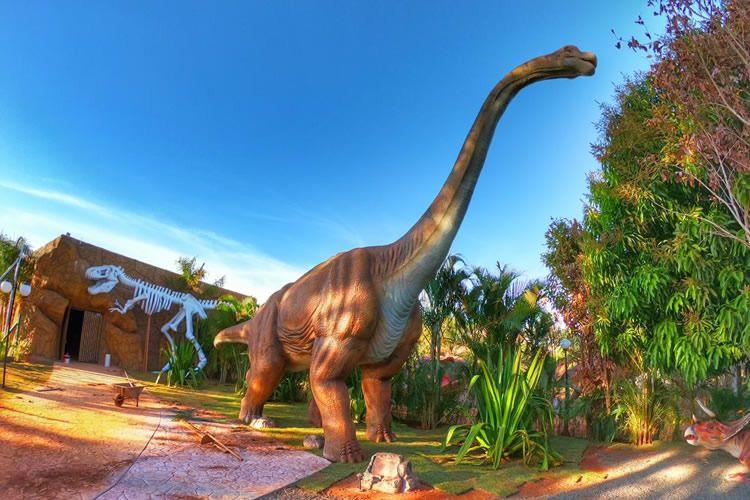 Dinossauros invadem o interior de São Paulo
