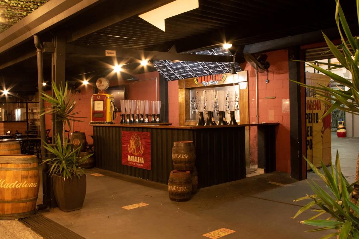 Cervejaria Madalena reabre bar de fábrica