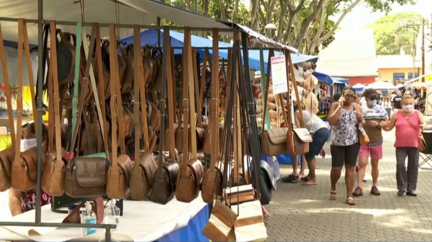 Embu das Artes retoma feira de artesanato sábados e domingos